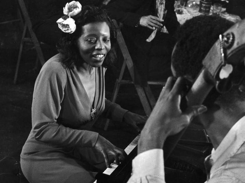 Mary Lou Williams, New York 1944 (detail) by Gjon Mili 800x600